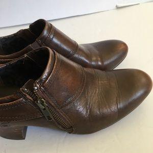 EUC Born Brown lower heel comfort shoe
